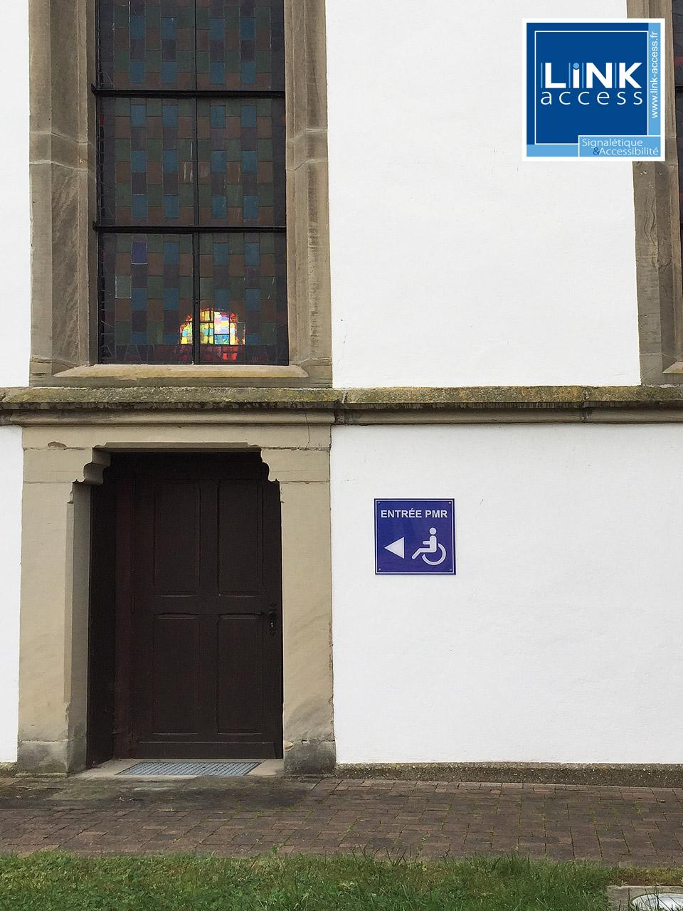 Signalétique directionnelle vers accès pour PMR à Lampertheim.